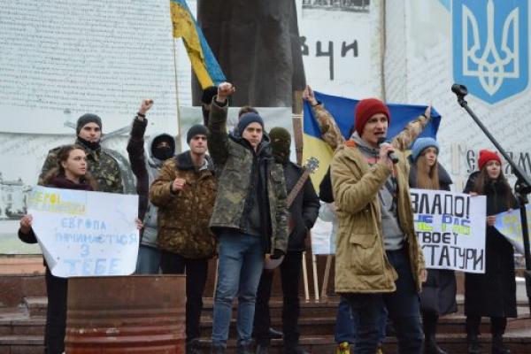Велелюдне віче «Майдан забуттю не підлягає» провели у Чернівцях