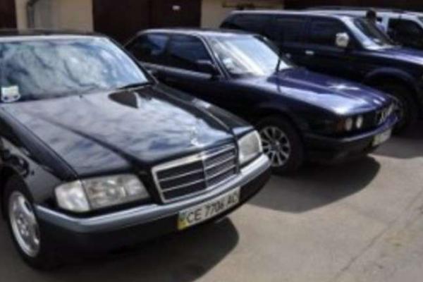 Шість машин з автопарку міської ради виставлять на торги