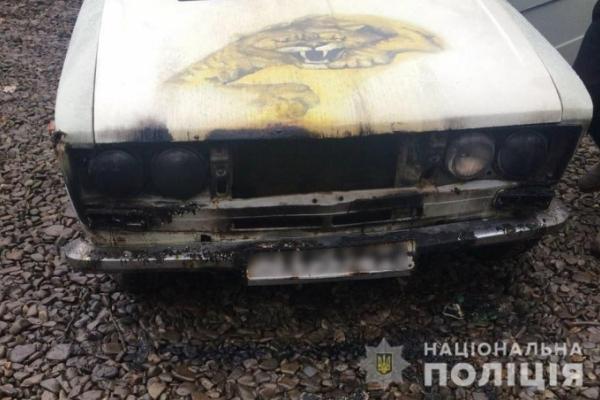 У Чернівцях невідомий підпалив авто
