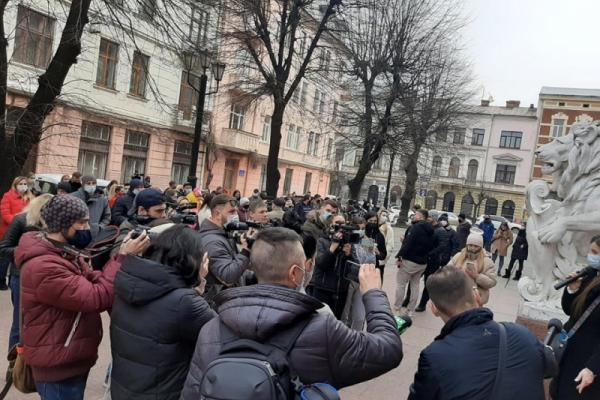 Не витримають третього локдауну: підприємці Буковини знову мітингують під стінами ОДА