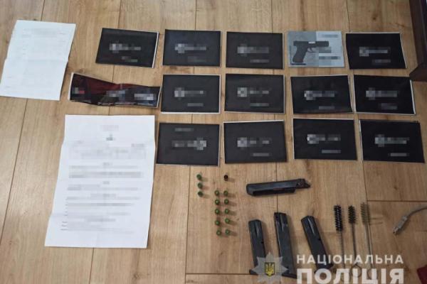 Буковинець виготовляв зброю та продавав її через інтернет