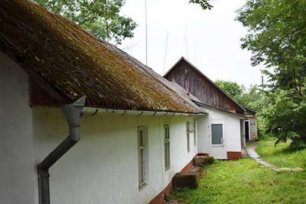 Занедбані будівлі та розвалені стіни: як виглядають санаторії Буковини? (відео)