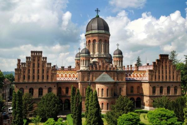 Церкву Чернівецького університету рятуватимуть від тріщин за 8 мільйонів