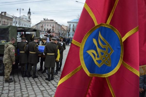 Чернівчани попрощалися з Героєм, який загинув на Сході України (ФОТО)
