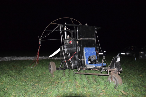 Намагалися переправити цигарки з Буковини за кордон, але покинули літальний апарат