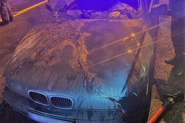 На Бульварі у Чернівцях серед ночі підпалили автівку BMW