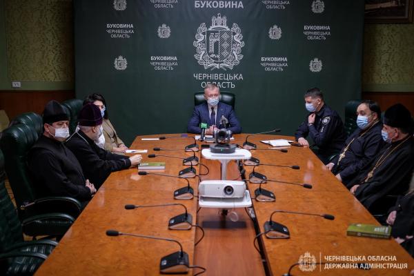Влада закликає представників релігійних громад Буковини дотримуватися безпеки під час великодніх богослужінь
