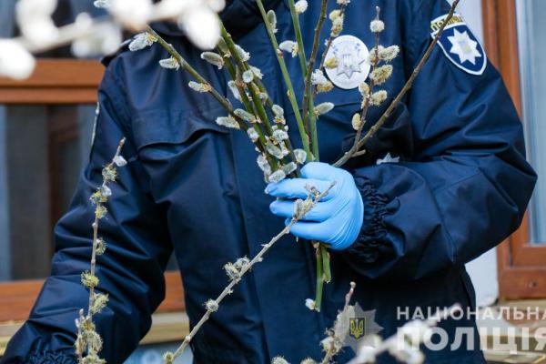 Поліцейські Буковини закликають вірян дотримуватися карантинних обмежень під час святкових богослужінь