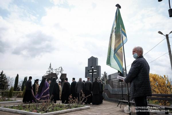 У Чернівцях провели жалобний мітинг до 35-ї річниці трагедії на Чорнобильській АЕС (ФОТО)