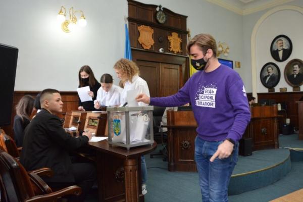 Засідання Молодіжного парламенту вперше цьогоріч відбулось у Ратуші (ФОТО)