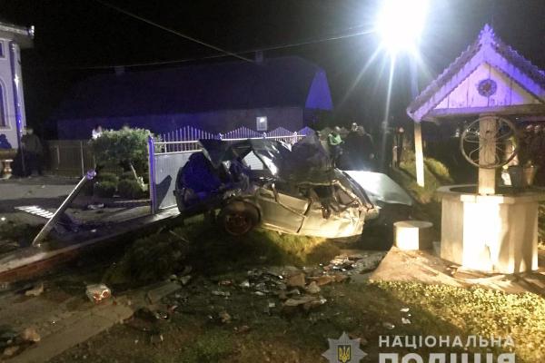 На Буковині 21-річний водій не впорався з керуванням і загинув на місці