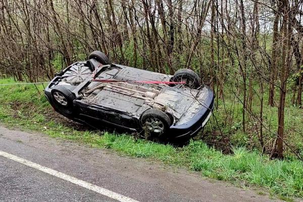 У Тарашанах Чернівецького району автівку довелося перевертати з даху на колеса
