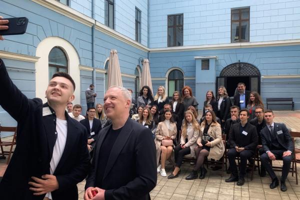 Мер Чернівців Роман Клічук поспілкувався зі студентами про розвиток міста  і створення бізнес-хабу