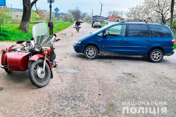У Сторожинці поїздка на мотоциклі закінчилася для двох пенсіонерів переломами ніг