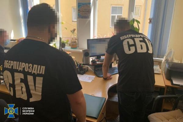 СБУ заблокувала незаконний витік інформації з обмеженим доступом у Чернівецькій міськраді (ФОТО)