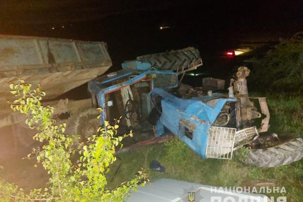 На Буковині в тракторі, що перекинувся, загинула 6-літня дівчинка (ФОТО)