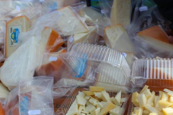 На місці старої занедбаної лазні на Буковині тепер сироварня, яка за три роки виготовила близько 20 тонн сиру