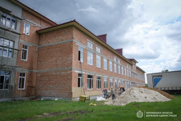 Майже 500 учнів Веренчанки цьогоріч отримають школу, на яку село чекало 30 років