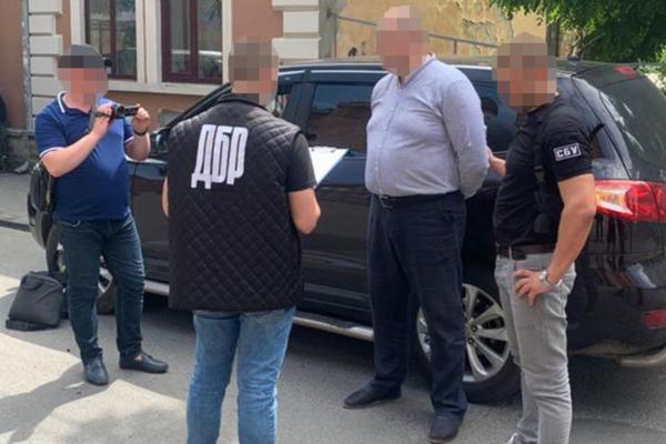 У Чернівцях на хабарі затримали капітана поліції (фото)