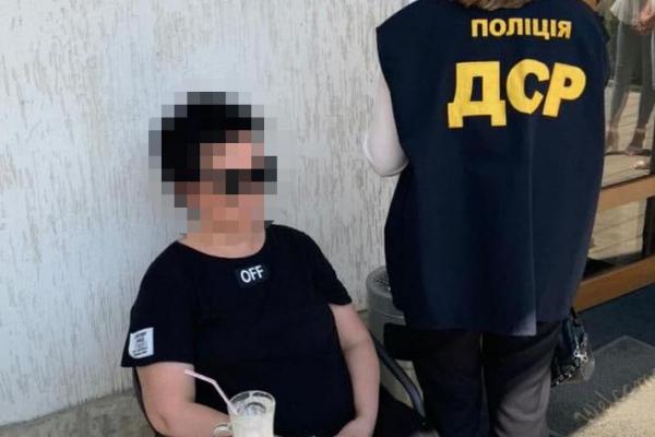 У Чернівцях правоохоронці затримали наркодилера та його спільницю