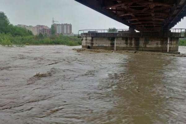 Буковинців попереджають про підйом води у річках