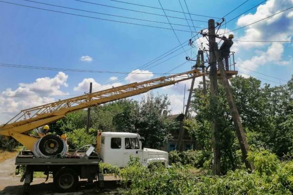 Через негоду майже 70 населених пунктів на Буковині залишились без електропостачання
