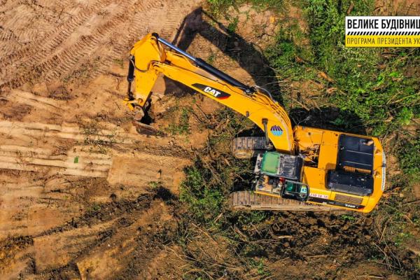 Ремонт дороги у Грушівці – робітники стабілізують зсувну ділянку