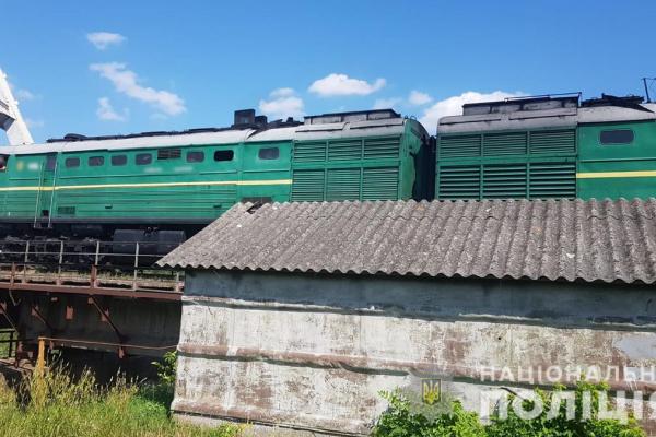Чоловік загинув під колесами поїзда у Чернівцях. На місці події працює поліція