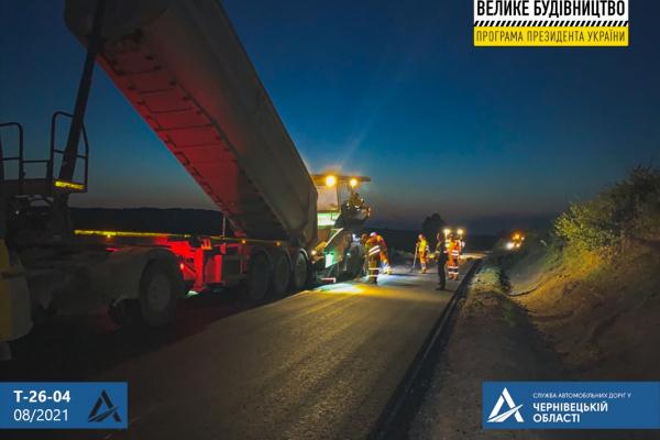 На дорозі до Румунії почали стелити фінішний шар асфальтобетону
