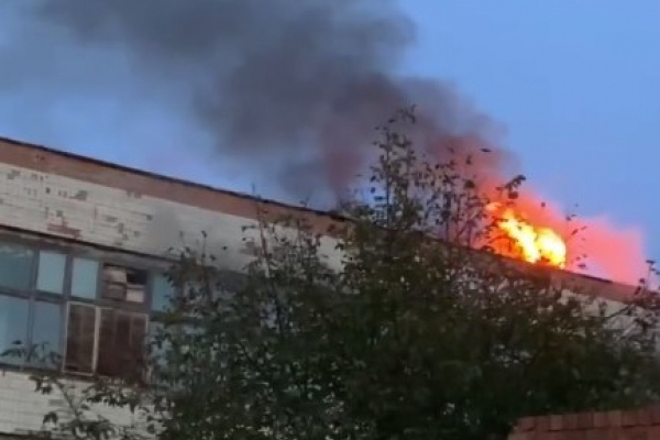 У Чернівцях горить меблева фабрика (ФОТО)